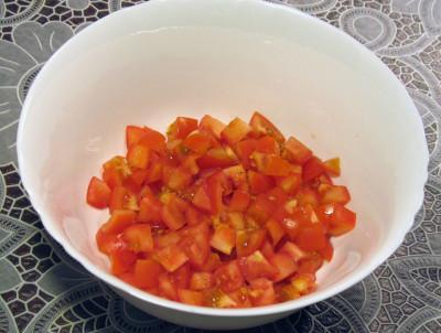 Фото этапа приготовления греческого салата