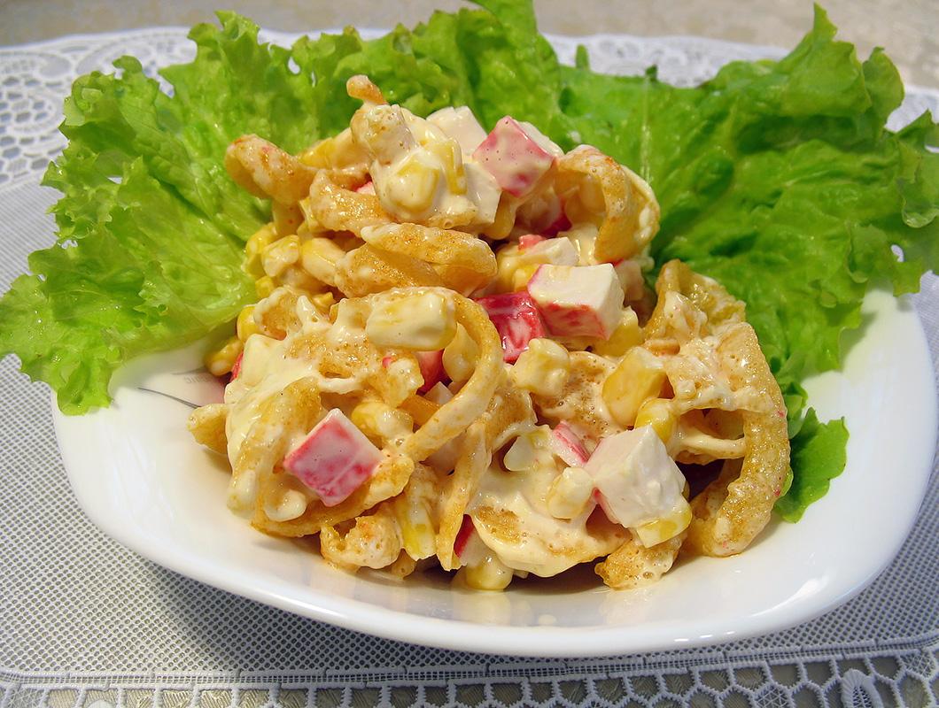 рецепты салатов из крабовых чипсов