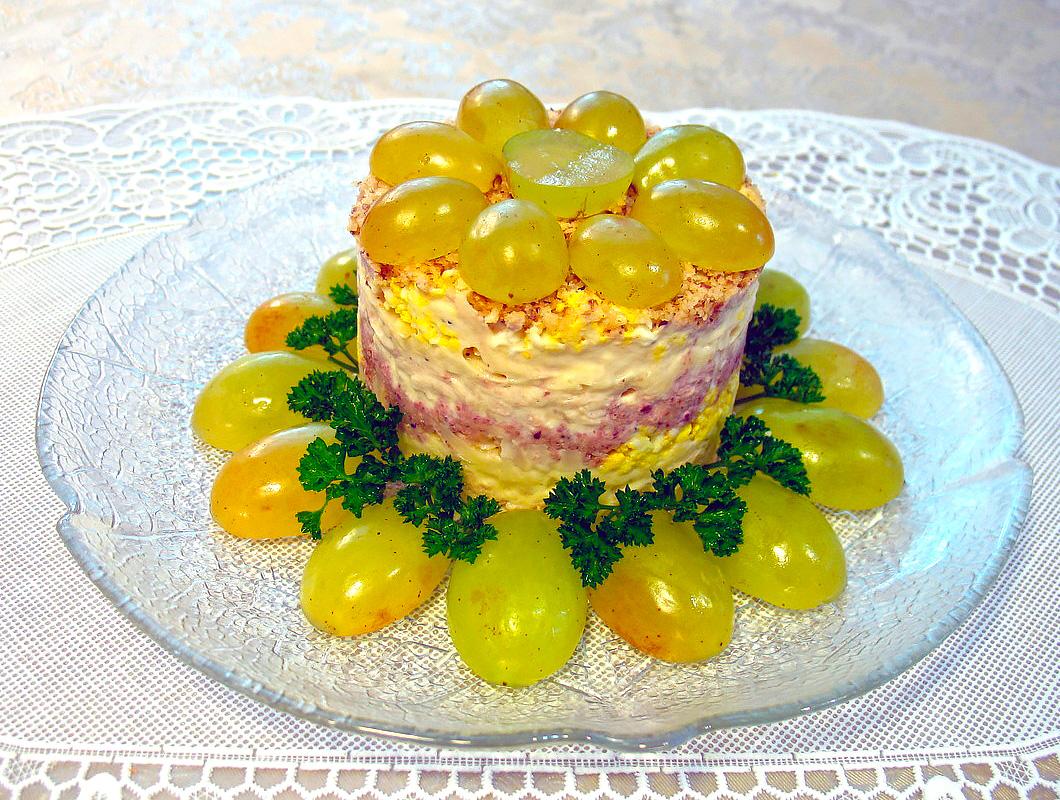 Рецепт салата с виноградом и курицей пошагово