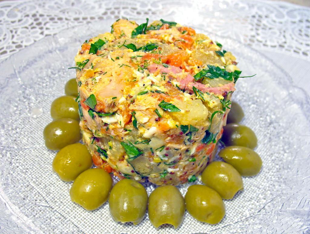 Салат с сыром и с курицей пошагово