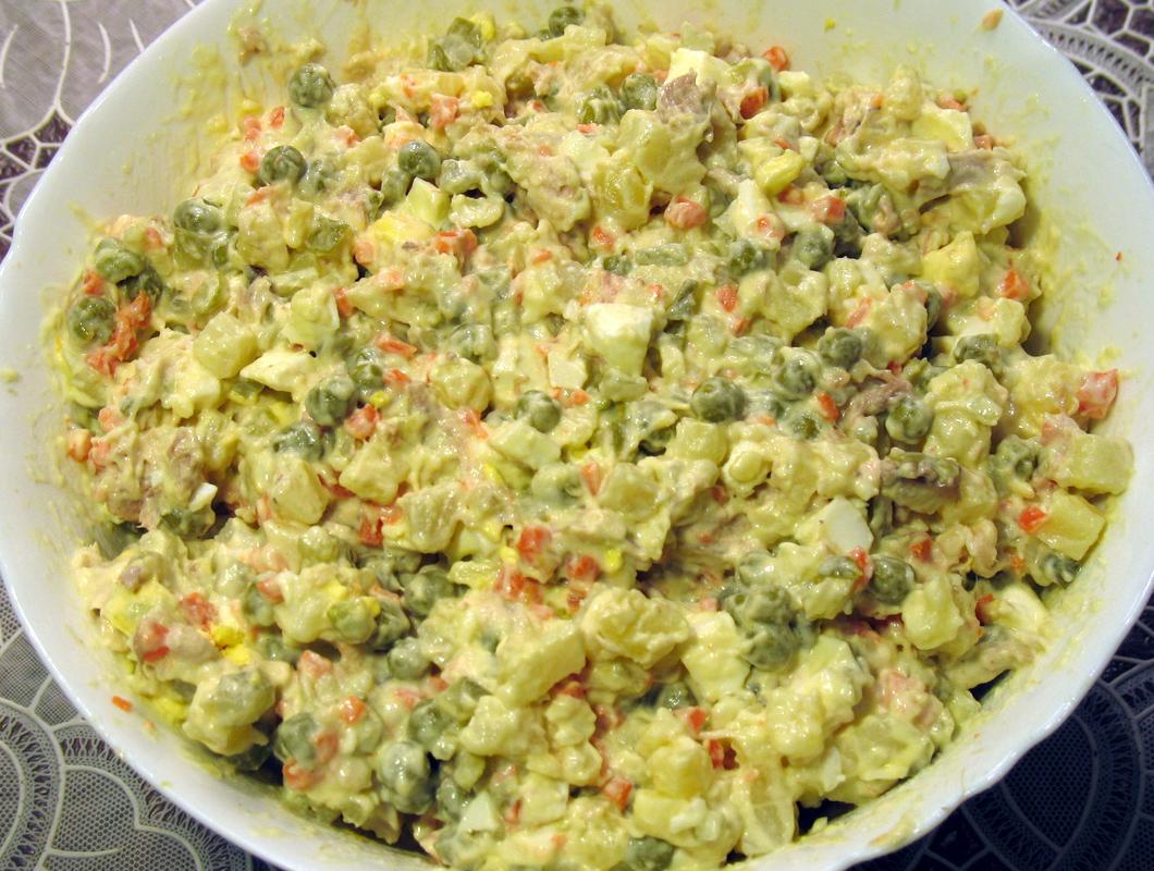 салат нежный рецепт с фото с колбасой
