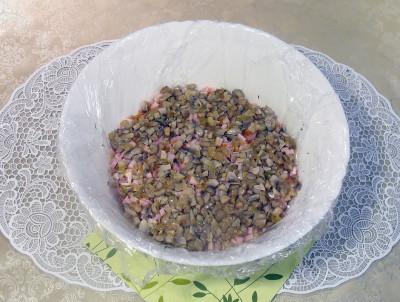 Фото этапа приготовления салата грибная поляна
