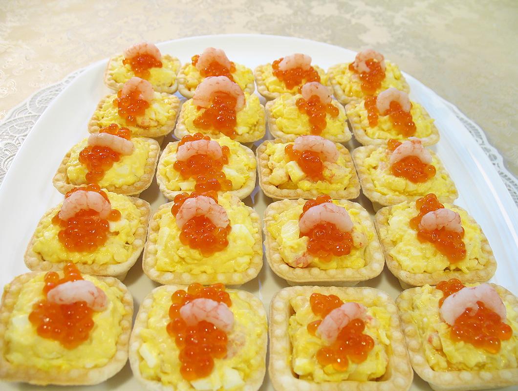 рецепты салатов в тарталетках с креветками