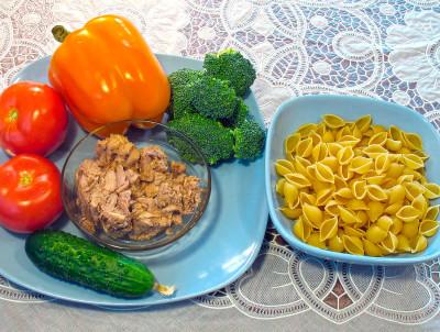 Салат c тунцом и макаронами — фото продуктов