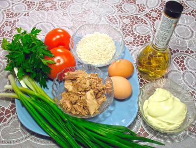 Рецепт салата из консервированного тунца с рисом — фото продуктов