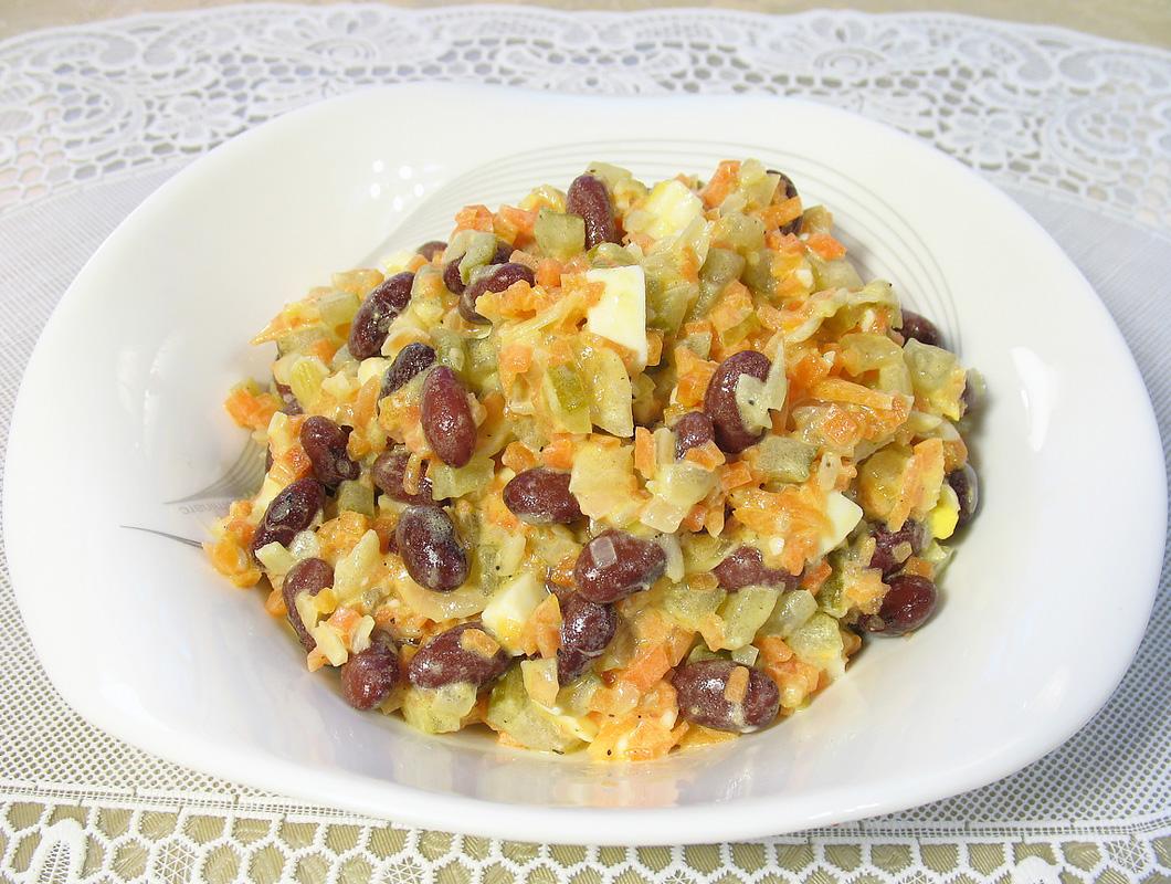 рецепт салата с фасолью консервированной простой рецепт