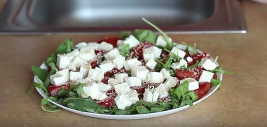 салат с фетой и жареным арбузом