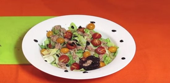 Рецепт тунца с листьями салата