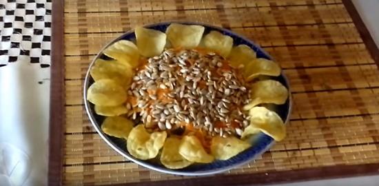 салат подсолнух с семечками и курицей рецепт