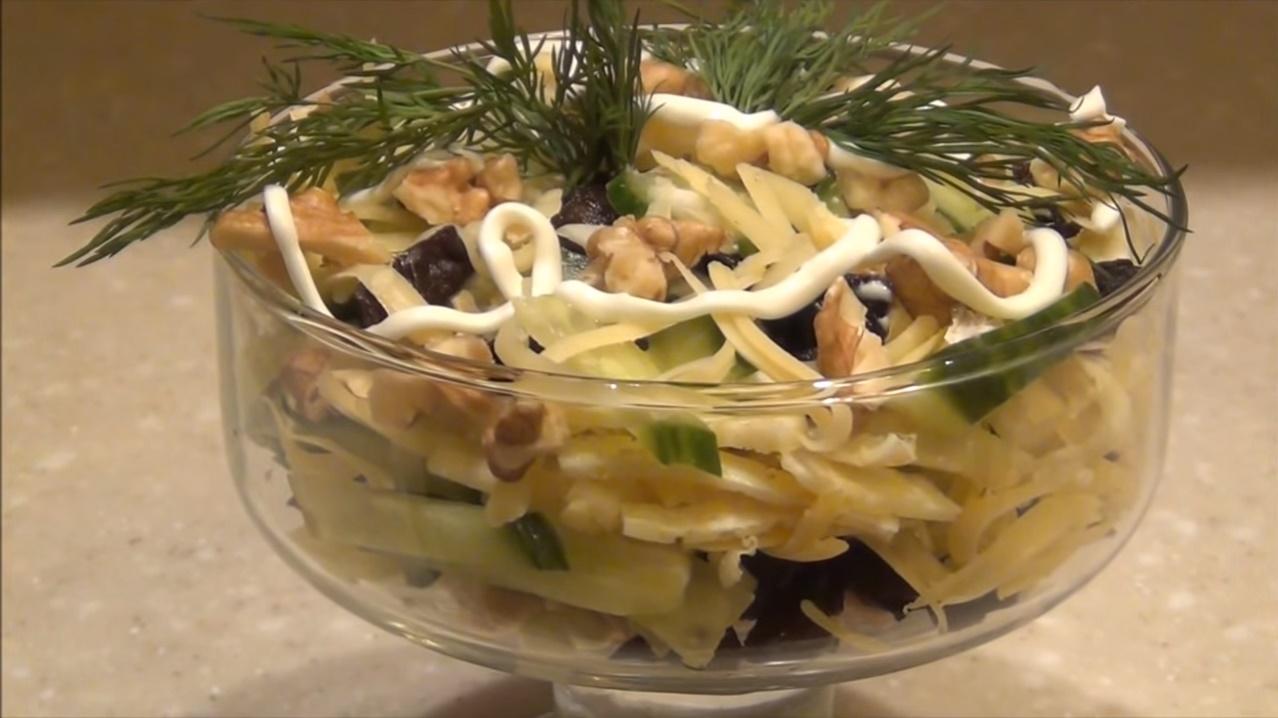 Салат с курицей и черносливом пошагово