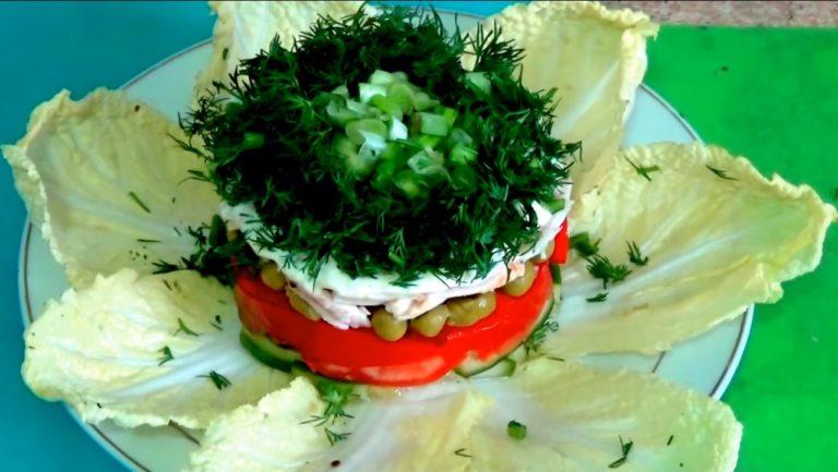 Слоеный салат с копченым окорочка