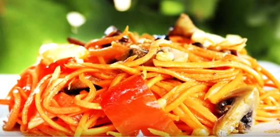 Салат с жареными овощами